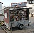 Bücherwagen vor dem Rathaus - panoramio.jpg