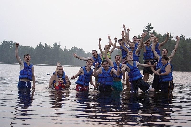 美国孩子的夏令营:池塘+游泳