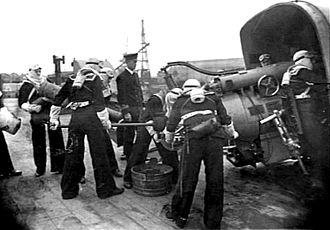 HMAS Sydney (1912) - Loading of a 6-inch gun at Portsmouth in January 1919