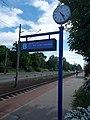 Bahnsteig B, Uhr, 2021 Velence.jpg