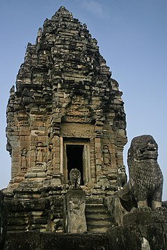 Bakong - Central Shrine (4192579495).jpg