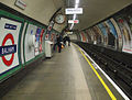 Balham tube stn southbound look north.jpg