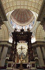 Basilique-cathédrale Marie-Reine-du-Monde de Montréal, intérieur 02.jpg