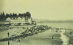 Capitola, California - Beach scene at Capitola, 1905