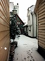 Bergen backstreet in the snow - panoramio.jpg