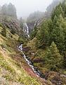 Bergtocht van Gimillan (1805m.) naar Colle Tsa Sètse in Cogne Valley (Italië). Waterval boven Gimillan gedeeltelijk in de mist 01.jpg