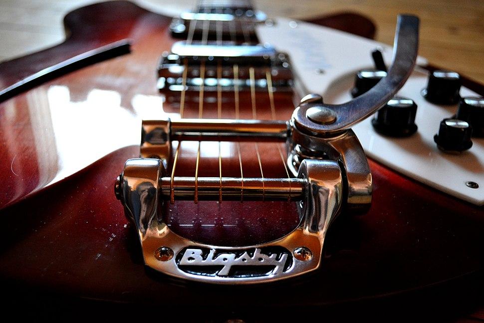 Bigsby on Rickenbacker 330