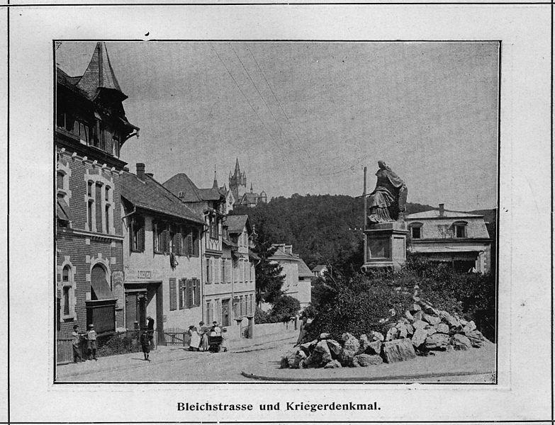 Datei bleichstrasse und kriegerdenkmal k nigstein um for Ohrensessel um 1900