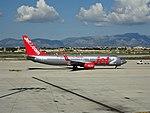 Boeing 737-800 (36681625284).jpg