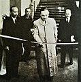 Boleslaw Bierut otwiera wystawe Warszawa oskarza (1945).jpg