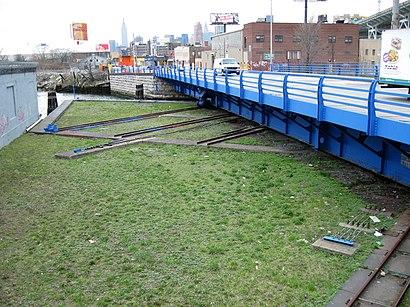 Cómo llegar a Borden Avenue Bridge en transporte público - Sobre el lugar