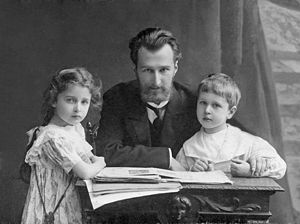 Dmitry Kabalevsky - Boris Klavdievich Kabalevsky and his son Dmitri and daughter Elena. St. Petersburg, 1909.