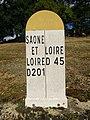 Borne limitrophe Saône-et-Loire et Loire entre Coublanc et Écoche (août 2020).jpg
