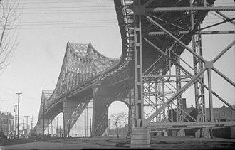 Jacques Cartier Bridge - Image: Bridge. Harbour Bridge B An Q P48S1P01153