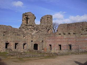 Neuleiningen - Neuleiningen Castle: stump of the northeast defensive tower (keep)