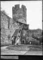 CH-NB - La Tour-de-Peilz, Château, Cour, vue partielle intérieure - Collection Max van Berchem - EAD-7559.tif
