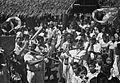 COLLECTIE TROPENMUSEUM Plaatselijke muziekgroep tijdens een feest in Airtembaga TMnr 10029442.jpg