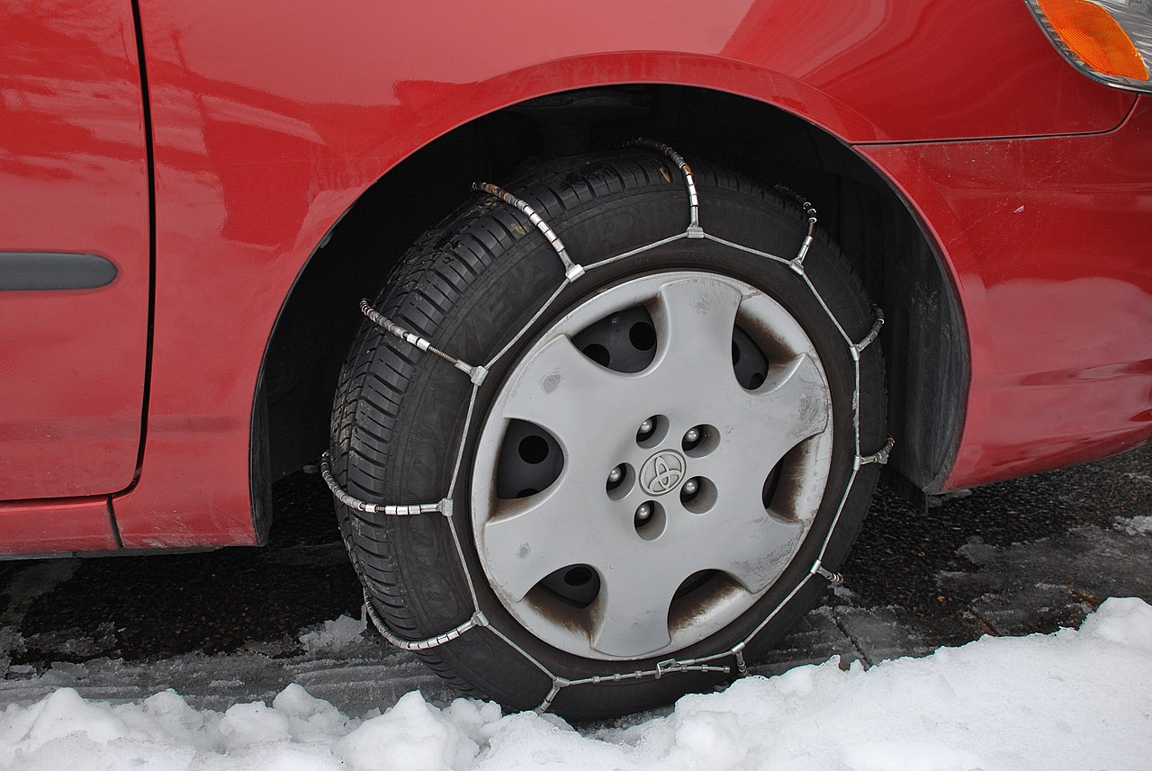 File Cable Chains On Car Tire Jpg Wikimedia Commons