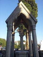 calvaire couvert du cimetière de Puy-l'Évêque