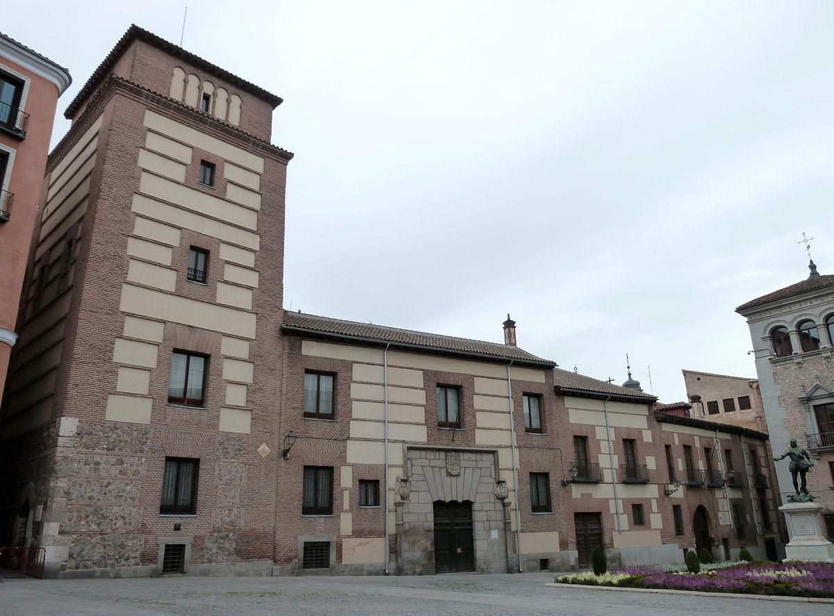 1200px-Casa_y_Torre_de_los_Lujanes_(Madrid)_03.jpg