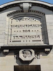 https://upload.wikimedia.org/wikipedia/commons/thumb/8/8f/Ch%C3%A2lons-en-Champagne_Imprimerie_Union_R%C3%A9publicaine_de_la_Marne.jpg/220px-Ch%C3%A2lons-en-Champagne_Imprimerie_Union_R%C3%A9publicaine_de_la_Marne.jpg
