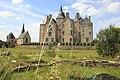 Château de Bourgon, chapelle et tour médiévale - vue d'ensemble.jpg