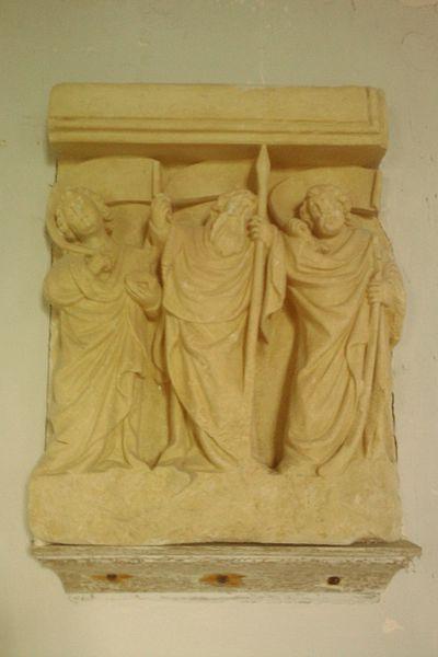 Bas-relief: Saint Jean l'Evangéliste, saint Thomas et saint Jacques le Mineur, XVeme, La Chapelle Heuzebrocq