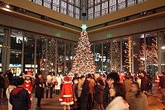 Juletræ i marunouchi.jpg