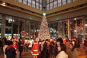 Christmas and holiday season - Image: Christmas tree in marunouchi