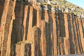 Froðba - Image: Columnar basalt at Froðba, Faroe Islands