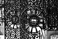 Détail de la grille en fer forgé sur le parvis Basilique-cathédrale Notre-Dame de Québec.jpg