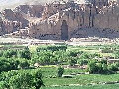 Resterne af en af de ødelagte Buddhastatuer i Bamiyan 2005