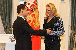 Подруга Алёны Зандер актриса Елена Яковлева в Кремле на церемонии награждения Дмитрием Медведевым званием «Народный артист России», 2008 год