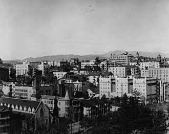 Bunker Hill, Los Angeles - A view of Bunker Hill, 1900, with Pershing Square in the foreground