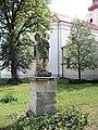 Dyjákovice, socha u kostela.jpg