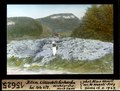 ETH-BIB-Bitum Liasschieferhaufen bei Kete 672, Hintergrund Mont Terri-Dia 247-15625.tif
