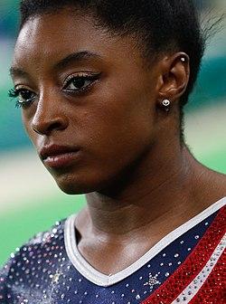 EUA levam ouro na ginástica artística feminina; Brasil fica em 8º lugar (28879955265) (cropped) (cropped).jpg