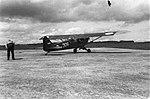Een verkenningsvliegtuig van het type Piper L-4 Cub Grashopper op een vliegveld, Bestanddeelnr 3019.jpg