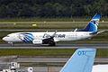 Egyptair, SU-GEE, Boeing 737-866 (15833853634).jpg