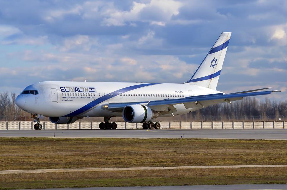 El Al Boeing 767-200ER 4X-EAC KBP 2011-2-9