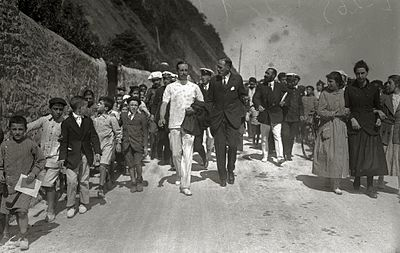 El rey Alfonso XIII y otros miembros de la Familia Real durante una visita a Zarautz (1 de 4) - Fondo Car-Kutxa Fototeka.jpg