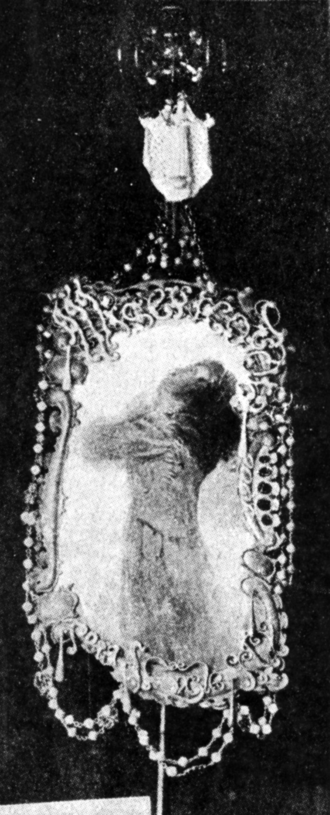 Banner of Misericordia - Photograph of the front face of the banner (J. M. Constantí, Semanario Católico de Reus, July 21, 1900).