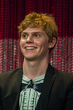Evan Peters at PaleyFest 2014 - 13491368805.jpg