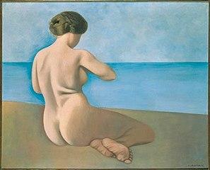 Baigneuse assise de dos sur le sable