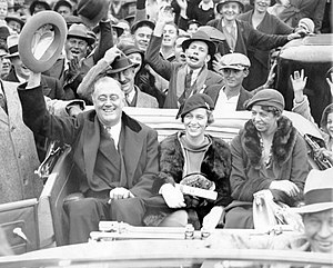 Anna Roosevelt Halsted - Franklin, Anna and Eleanor Roosevelt during his 1932 campaign for President