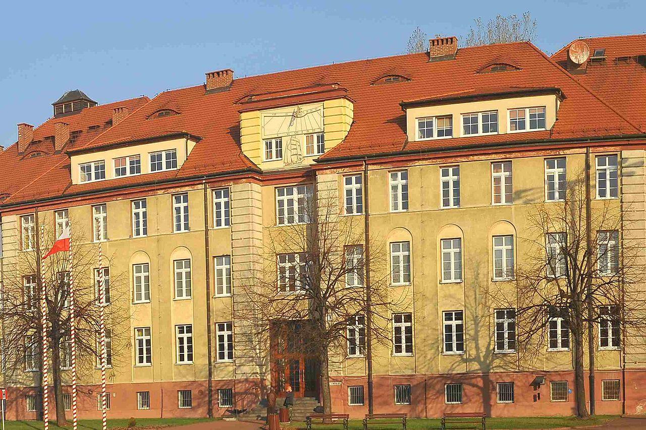 Plik Fasada Budynku Nr 9 Siedziby Wdiom Amw W Gdyni Jpg