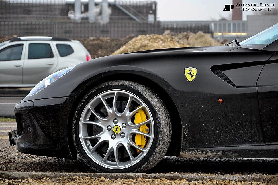 Ferrari 599 GTB Fiorano Pirelli tires and Brembo brakes