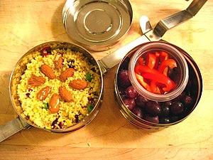 English: metallic lunch box Català: carmanyola...