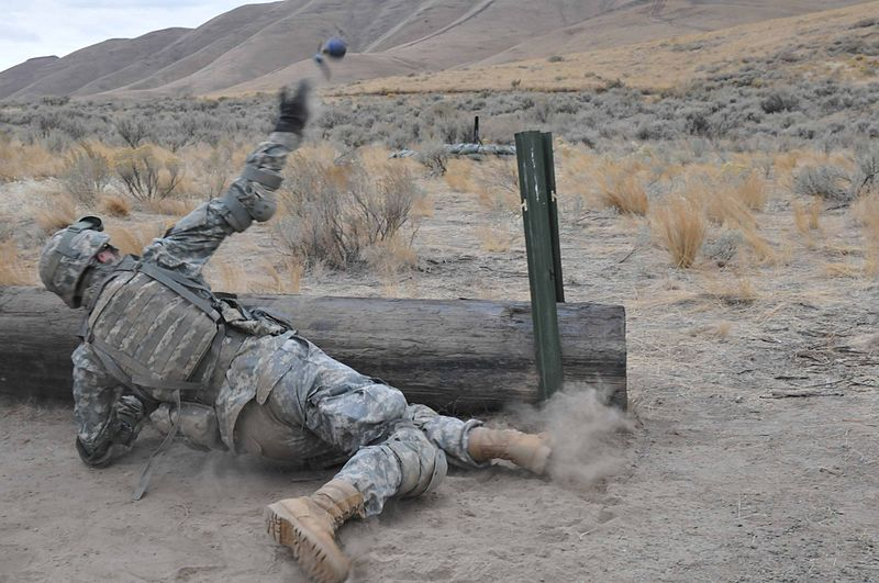 파일:Flickr - The U.S. Army - Grenade training.jpg