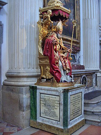 Roman Catholic Diocese of Foligno - Statue of Felician, bishop of Foligno during the 3rd century, enthroned